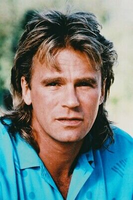 $23.99 • Buy Richard Dean Anderson As Angus Macgyver In Macgyver Blue Shirt 18x24 Poster