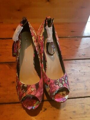Pink Floral Wedges Size 6 BNWT • 8£
