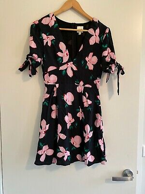 AU10 • Buy Narrated Dress From Urban Outfitters Size Small