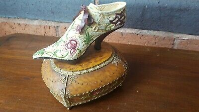 Just The Right Shoe Minuet Music Box # 25301 • 3.25£