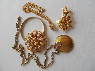 $ CDN23 • Buy Monet Jewelry, Small Lot Of 5 Gold Tone Pieces 2 Necklaces, 2 Brooches, Bracelet