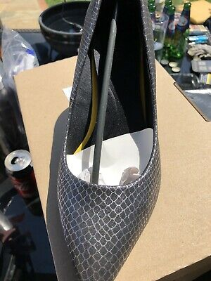 Ladies Size 6 Pewter Shoes • 5£