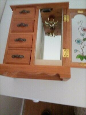 Wooden Jewellery Chest. Very Good Condition. Four Drawers, One Door. Felt Lined. • 6.99£