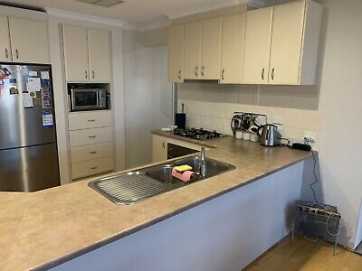 AU600 • Buy Second Hand Kitchen, Including Oven, Stovetop, Range Hood And Sink