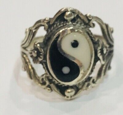Solid Sterling Silver Decorative Flower Yin And Yang Ring Size J • 14£