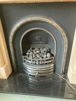 Cast Iron Fireplace Insert With Ornate Victorian-Style Arch • 45£