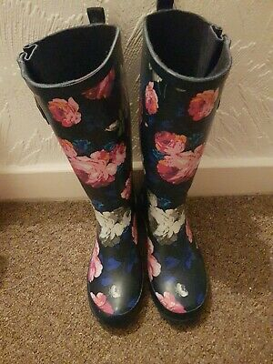 Odd Flower Wellies 5/6 • 10£