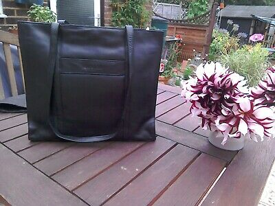 Jane Shilton Black Shoulder Bag • 7£