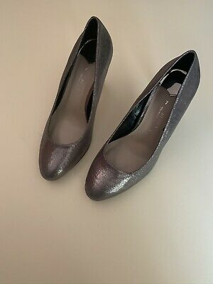 Pewter Court Shoes Wide Fit 7 • 0.99£