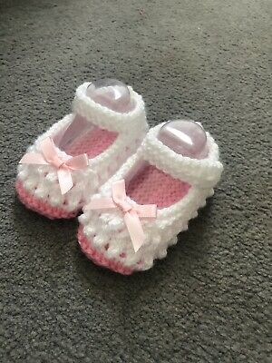 New - Hand Knitted - White Baby Bootees With Pink Sole And Bows - 0-3 Months  • 3£