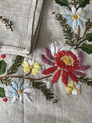 Vintage Hand Embroidered LinenTable Cloth/4 Napkins. Christmas Flowers/holly • 18.99£