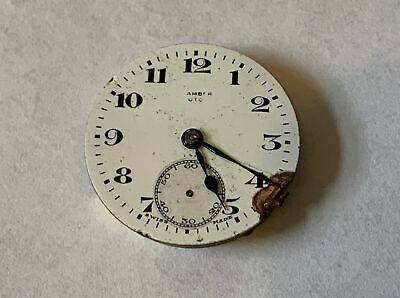 1920s GENTS ZENITH WATCH MOVEMENT WITH DIAL AND HANDS RUNNING • 10£