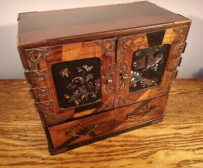BEAUTIFULLY DECORATED LATE VICTORIAN JAPANESE TABLE CABINET/TANSU C.1895 • 325£