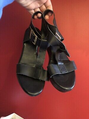 River Island Black And Gold Leather Sandles Size 6 • 2£