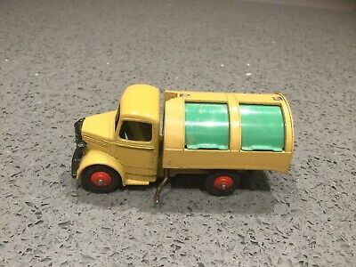 Dinky Toys 25v; Bedford Refuse Truck; Fawn, Green Shutters; Near Mint Condition. • 9.99£