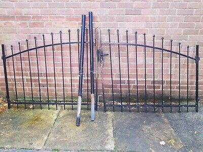 Metal Driveway Gates With Posts And 3 Keys  • 225£