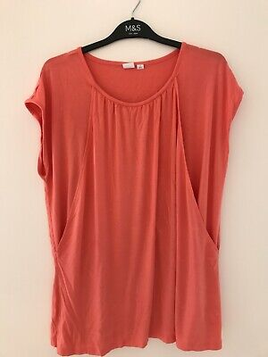 GAP Maternity/ Nursing Top. Hardly Worn. Excellent Condition. Size M • 4£