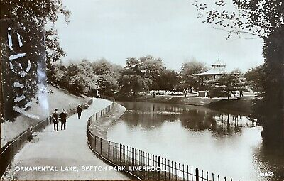 Ornamental Lake, Sefton Park, Liverpool. Real Photographic Postcard. • 8£