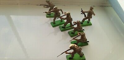 Britains Deetail WW2 - Green Bases. Seven British Infantry Including Officer. • 6£
