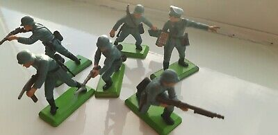 Britains Deetail WW2 - Green Bases. Six German Infantry Including Officer. • 6£