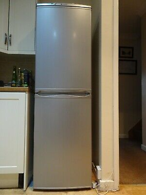 Hotpoint Free Standing Fridge/freezer 50/50. Only 3 Weeks Old. • 175£