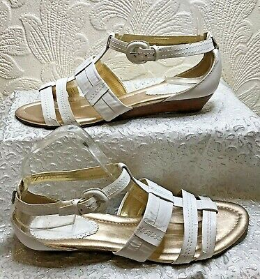 Clarks Low Wedge Heel White Leather Sandals Size 7/40 • 8£