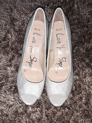 £5 • Buy Ladies ,small Heel Shoes, Stone Colour,size 6