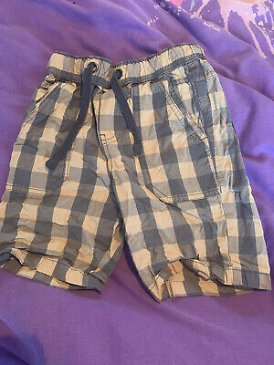 Boys 7-8 M&s Blue Checked Shorts • 2.50£