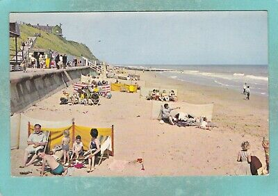 Small Postcard Of The Beach And Esplanade,Mundesley On Sea,Norfolk,E34. • 0.60£