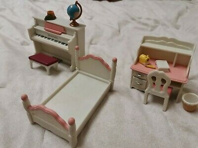 Sylvanian Families Girls Bedroom With Piano & Dressing Table. White & Pink • 3.50£