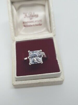 Sterlimg Silver/925 Princess Cut Solitaire • 25£