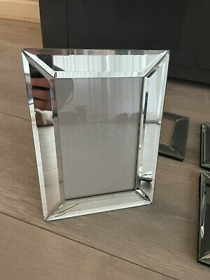 Mirrored Glass Picture Frame • 15£