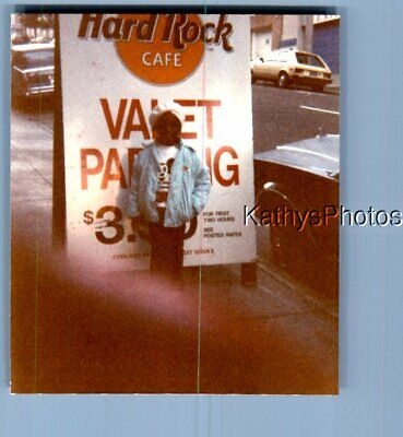 Found Color Photo C+8260 Black Child Standing By Valet Sign At Hard Rock Cafe • 4.99£