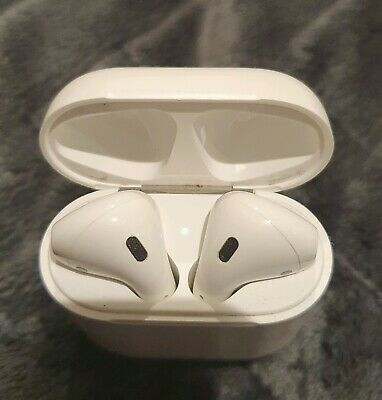 AU150 • Buy Apple Air Pods 2 In Near New Condition - An Unwanted Christmas Gift!