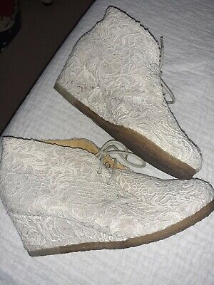 Clarks Originals Size 7.5 Ivory Lace Leather Lined Wedding Wedge Ankle Boots  • 12£