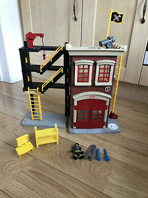 Imaginext Fire Station With Figure, Computer, Bunk Beds And  Water Canons • 14.99£