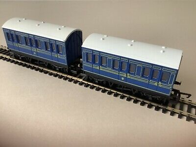 Hornby   2 X Caledonian 4 Wheel Coaches    00 Gauge • 19.45£