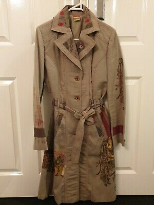 AU85 • Buy Save The Queen Coat Size M