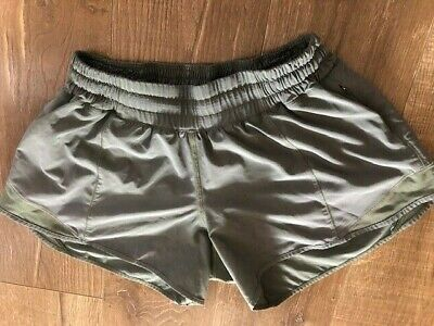 $ CDN40 • Buy Lululemon Hotty Hot Shorts Size 6