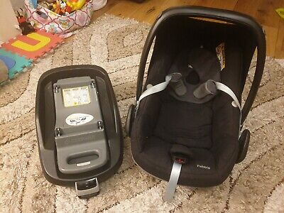 £60 • Buy Maxi Cosi Pebble Car Seat And Family Fix Base And Attachment Adapters – Black
