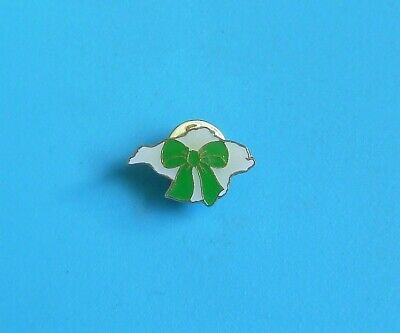 £2.99 • Buy  Macmillan Cancer Relief Isle Of White Shaped Stud Pin Badge Charity