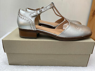 £37.99 • Buy Clarks Sandals Size 6 D Silver Netley Daisy Leather Low Heel Comfort New