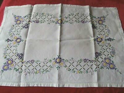 £5.25 • Buy Vintage Off White Irish Linen Hand Worked Floral Embroidery Large Tray Cloth