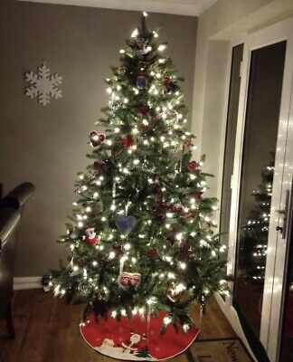 £20 • Buy Pre Lit Christmas Tree 7ft With Pinecones