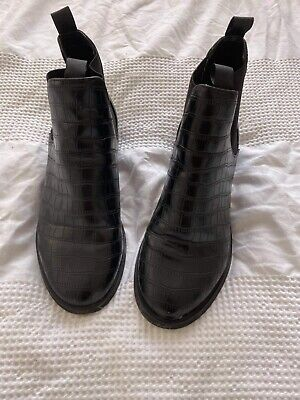 £15 • Buy Size 3 River Island Croc Boots