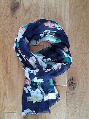 £3.50 • Buy Gap Womens Navy Floral Scarf. New
