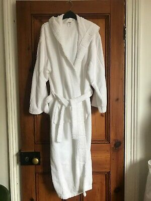 AU11.02 • Buy Tesco.  White Toweling Dressing Gown With Hood & Pockets.  Size Large