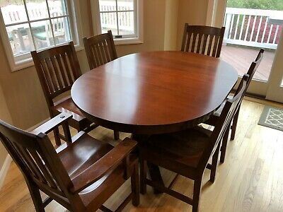 Mission Round Table.Stickley Dining