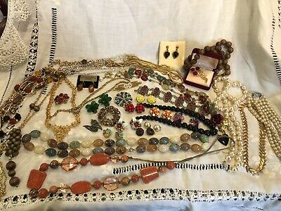 Vintage Mixed Job Lot Costume Jewellery Necklaces,Earrings,Brooches Etc • 9.99£