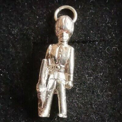 Silver Soldier Charm (69) • 10£